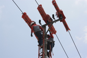 Pemasangan Arrester pada jaringan bertegangan